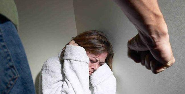Преследует бывший муж алкоголик что делать
