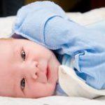 Как лечить сопли новорожденному ребенку и стоит ли самому