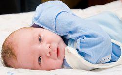 Как лечить насморк у новорожденного ребенка