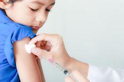 У ребенка сопли - можно ли делать прививку